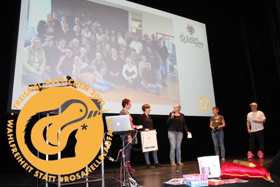 Goldener Zaunpfahl 2019, Wildling Shoes GmbH ist Gewinnerin des freispiel-Abzeichens - (c)Anna Sacco