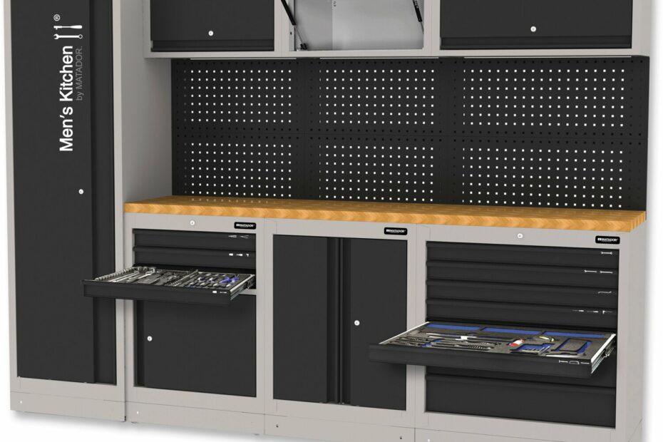 Schwarzer, kompakter Werzeugschrank in Art einer Einbauküche