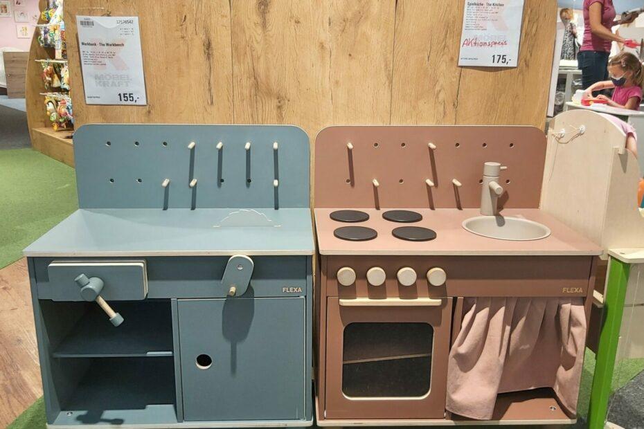 rosa-Küche-blaue-Werkbank
