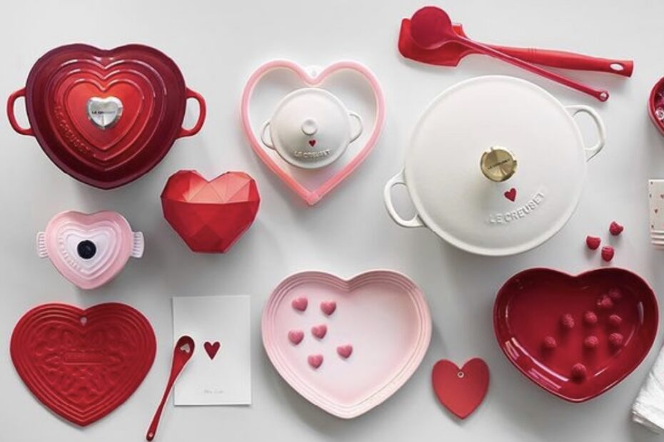 Pinke und rosa Töpfe mit Herzen